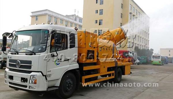 多功能抑尘车在市区上岗降尘减霾